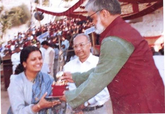 Best social worker award Shakuntala Pamecha , Director RJVS in 2000