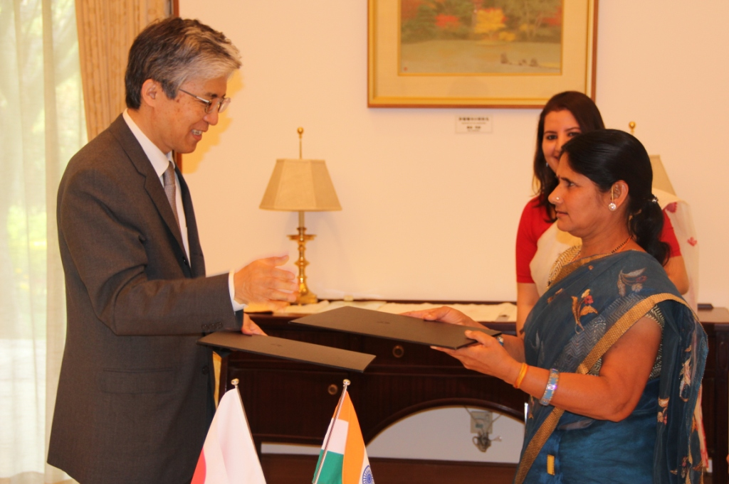 Takeshi-YagiAmbassador-Of-Embassy-of-Japan-exchanging-the-grant-contract-with-Rajsamand-Jan-Vikas-Sansthan-for-grant-assistance-for-grassroots-project